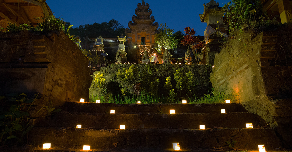 Dinner-by-The-Temple-Hanging-Gardens-of-Bali-blessing st valentines