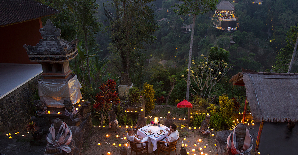 romantic ONCE-IN-A-LIFETIME-SPIRITUAL-ROMANTIC-DINNER-EXPERIENCE-hanging-garens-of-bali-ubud